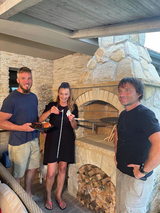 S kamarádem kameníkem Tomášem Hrdinou už mají za sebou pár grilovaček.