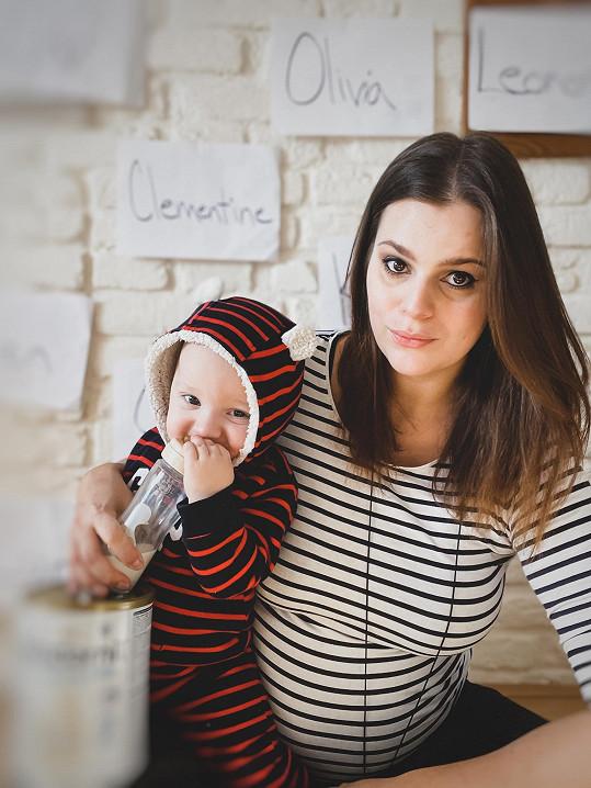 Ornella je v 9. měsíci těhotenství. Na fotce s mladším synem Svenem