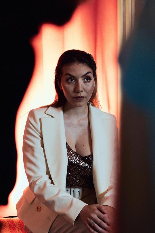 Marina při natáčení nového klipu