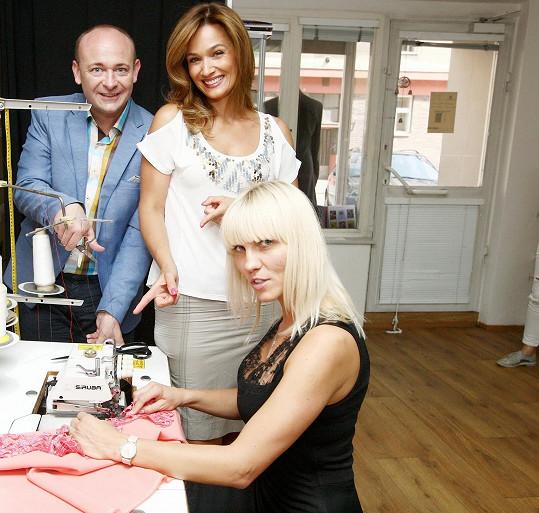 Oboje Šaty návrhářky vyšly až na 120 tisíc korun.