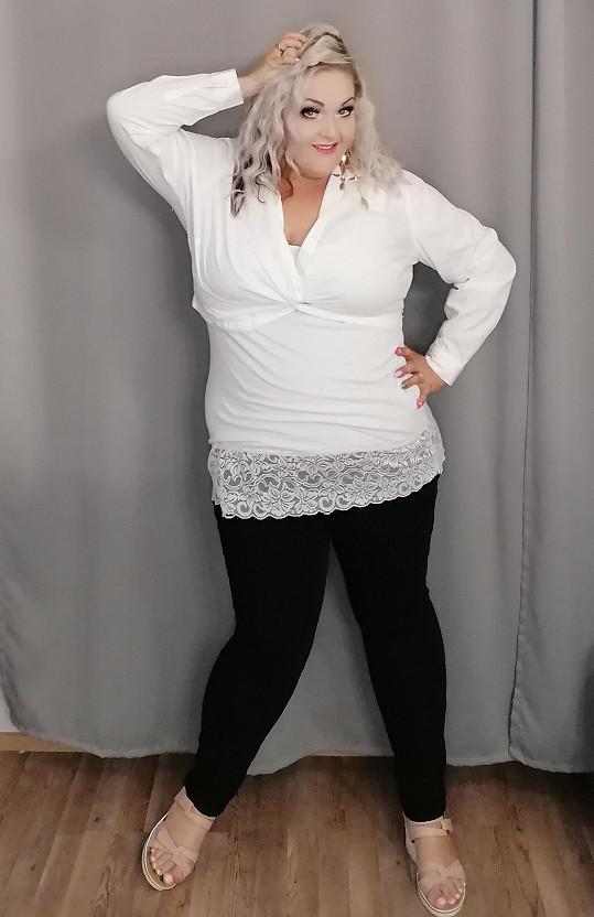 Zpěvačka je nadšená, že může nosit jinou barvu než černou.