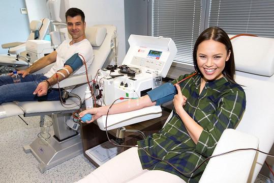 Monika Leová se snoubencem se stali dárci krevní plazmy.