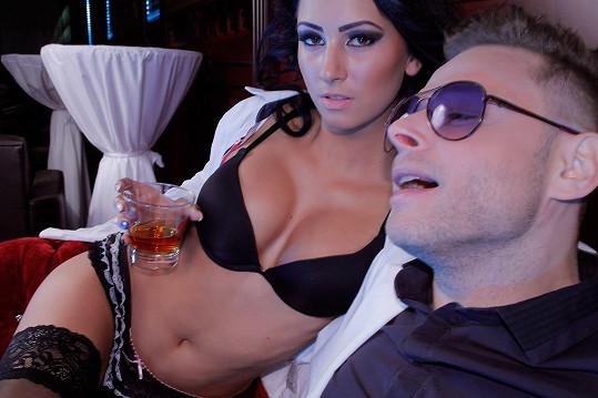 Jarek Šimek a jeho slečna z videa.