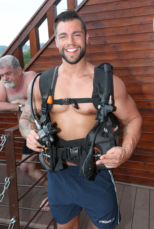 Vyzkoušel si i potápění