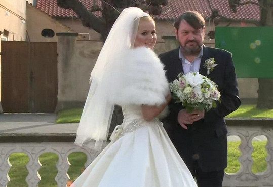 Vyplatilo se jí být trpělivá. Loni došlo ke svatbě.