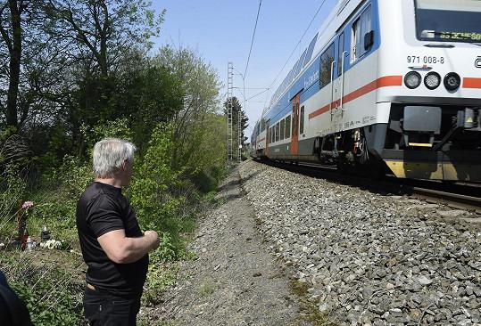 U projíždějícího vlaku se Rychtář pokřižoval.