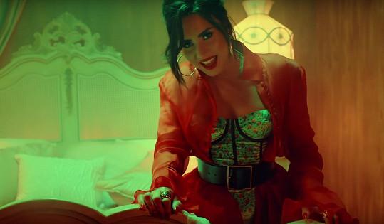 Takhle vypadá Demi Lovato ve videoklipu k písni.