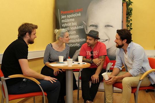 Registr podpořila i herečka Iva Pazderková a další členové Support Lesbiens Radek Tomášek a Filip Fendrych.