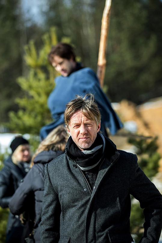Jiří Langmajer hraje hlavní roli.