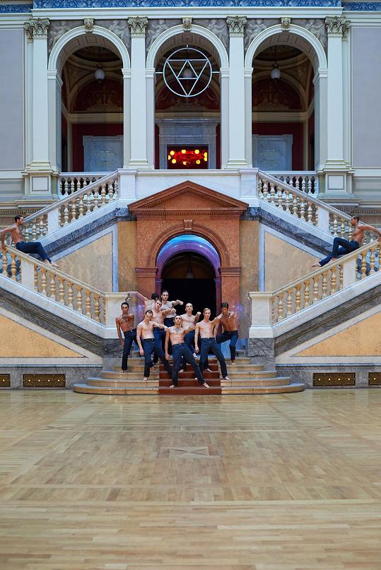 Na dramaturgii přehlídky se podílel umělecký soubor Baletu Národního divadla v choreografii jeho předních sólistů Ondřeje Vinkláta a Marka Svobodníka.