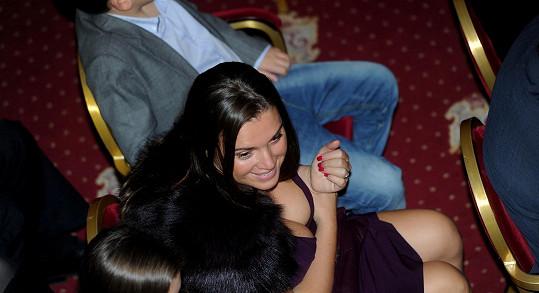 Vnadná sestra Andrey Verešové Alexandra si nenechala ujít charitativní galavečer pořádaný Yvettou Blanarovičovou.