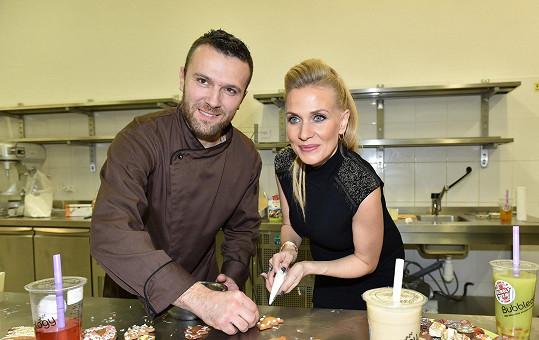 Michaela Ochotská se učila péct perníčky u vyhlášeného cukráře Martina Pokorného.
