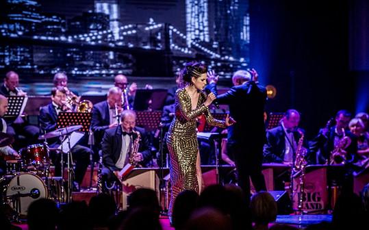 Martina Bártová dnes užívá příjmení Bárta. Je z ní úspěšná swingová a jazzová zpěvačka.