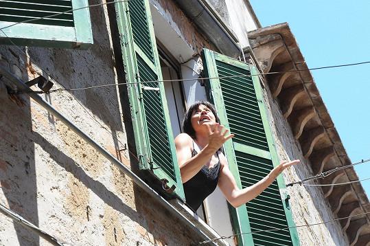 Dáša Zázvůrková při natáčení klipu v Itálii