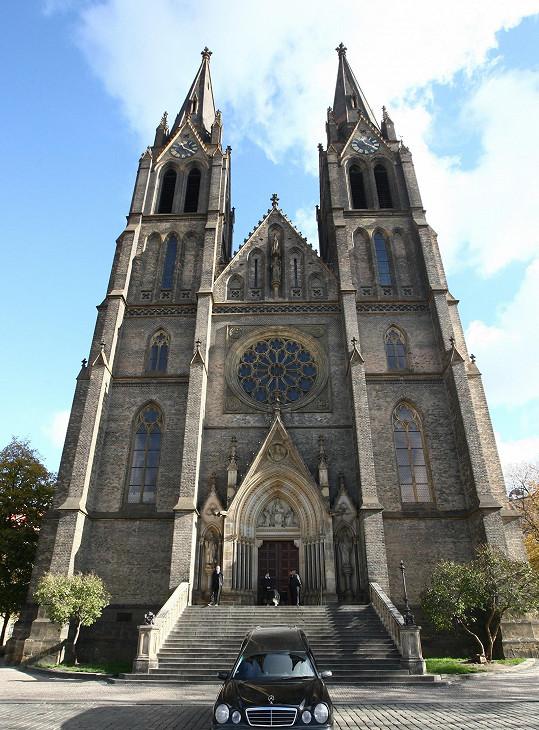 Pohřeb Zdeňka Hráška proběhl v kostele svaté Ludmily na náměstí Míru v Praze.