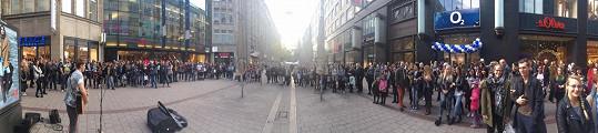 Na svůj první klip si přivydělával také zpíváním v ulicích Hamburku.