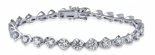 Náramek se sedmadvaceti diamanty v hodnotě 363 000 korun