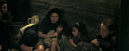 Martha Issová ve filmu Úkryt v zoo