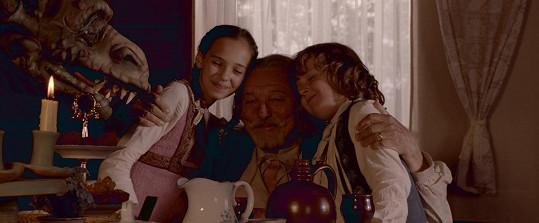 S dcerou Charlotte nazpívali k pohádce titulní píseň.