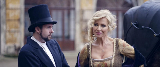 Kateřina Brožová si zahrála v novém videoklipu zpěváka.