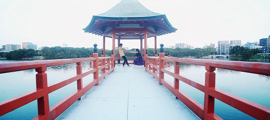 Ve městech Tokio, Kjóto a Fukuoka tým během pěti dní nasbíral 40 hodin materiálu.