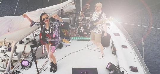 Tereza Rays známá jako Electric Lady měla první letošní koncert v Chorvatsku na lodi.