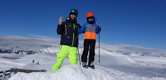Vágner se synem na svahu rakouských hor