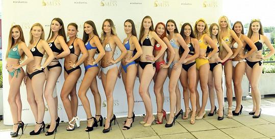 Na castingu musely dívky do plavek.
