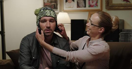 Ve filmu z Ondřeje dělá podpantofláka.