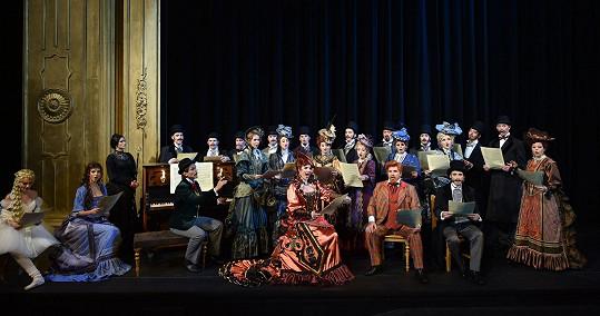 Jedna z hromadných scén z Fantoma opery, který se bude od 13. září hrát v GoJa Music Hall na holešovickém výstavišti v Praze.
