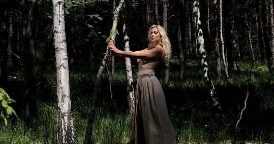 Barbora Mottlová jako lesní divoženka
