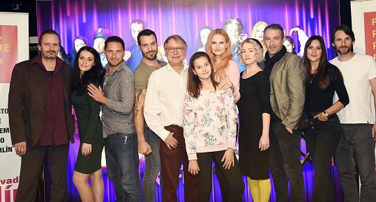 S Ivou Pazderkovou jsme si povídali na tiskové konferenci nové divadelní revue Antonína Procházky (uprostřed) Jak se dělá muzikál.