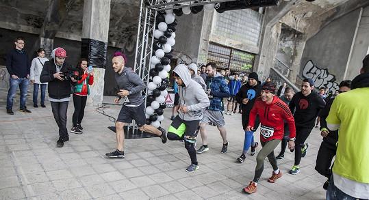 Závodu se kromě Bena účastnil také známý sportovec, frontman skupiny Skyline MC Jacob neboli Jakub Bína, který má na internetové televizi Stream vlastní pořad.