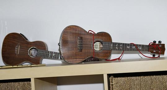 Své místo zde mají i ukulele.