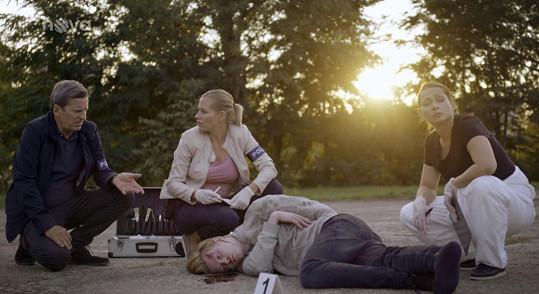 """""""Hraju mrtvolu, to byl můj celoživotní sen zahrát si v kriminálce mrtvolu,"""" smál se Adam."""