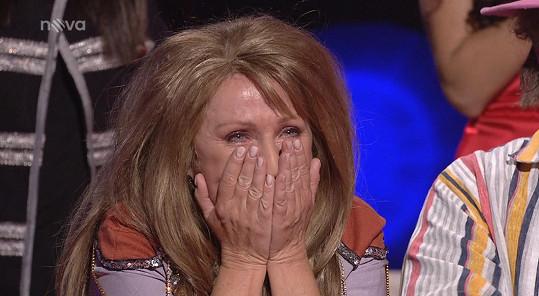 Zpěvačka neudržela slzy dojetí.