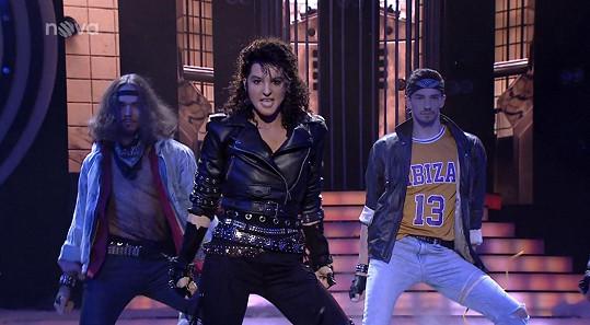 Od Michaela Jacksona zazpívala píseň Bad.