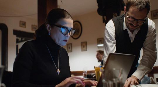 Mahulena Bočanová v Temném kraji jako investigativní novinářka Sabina