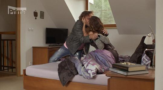 V seriálu podvádí manžela s Tomášem Matonohou.