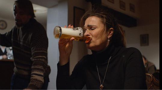 V reálném životě pije Mahulena pivo pouze nealkoholické.