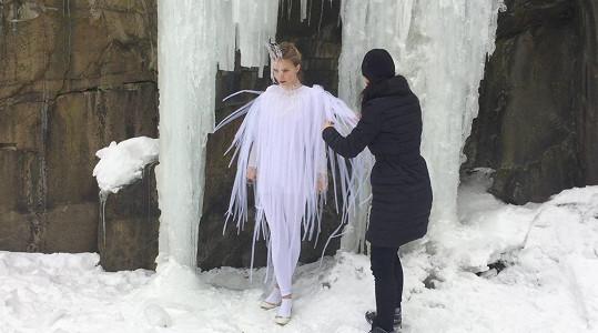 Tereza pózovala u ledopádu.