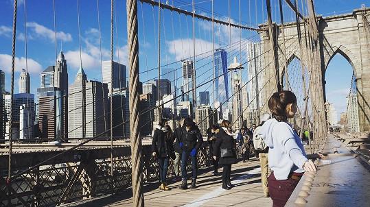 Sabina byla nadšená, když jim poslední den vyšlo počasí a mohli se projít po Brooklynském mostu.