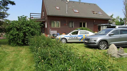 V šumavské obci Střítež se také natáčela Policie Modrava. V téhle chatě objevila Krásenská v mrazáku zbraň.
