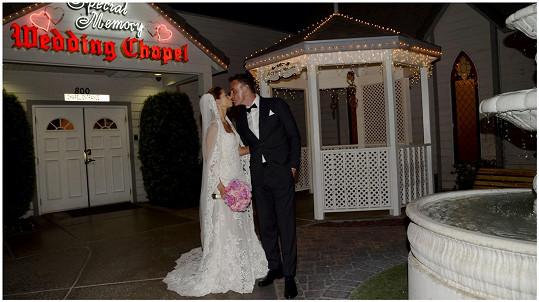 Svatba se konala stylově v Las Vegas.