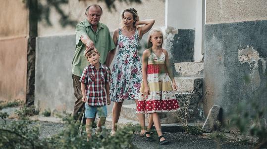 Filmového manžela Antalové ztvárňuje Igor Bareš.