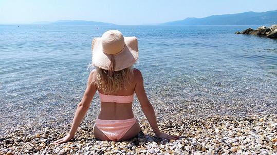 Letní dovolenou si naplno užila.