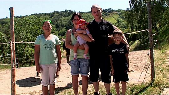 Kristýna s manželem a dětmi
