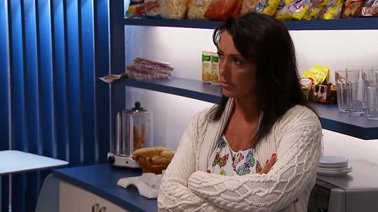 Její postava bufetářky v seriálu končí.