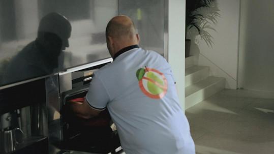 Zdeněk Pohlreich se v pořadu Teď vaří šéf objevil v tričku s přeškrtnutou hruškou.