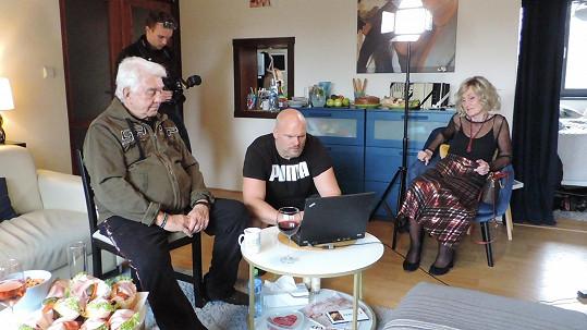 Svůj úkol při natáčení měli i Jiří Krampol a Zuzana Bubílková.